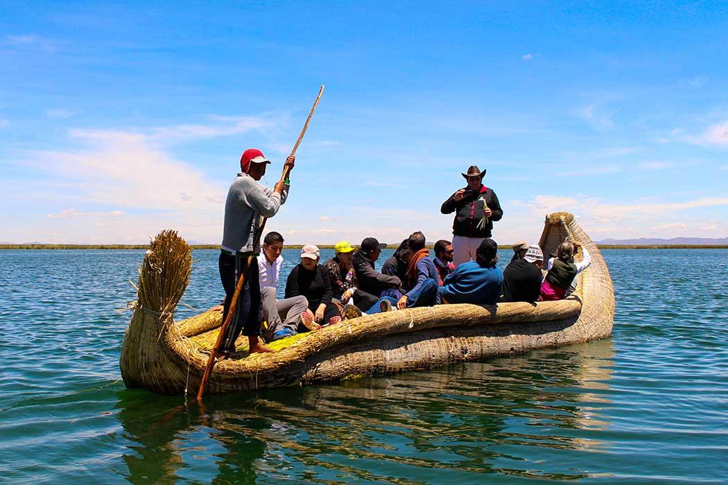 Lac titicaca pirogue