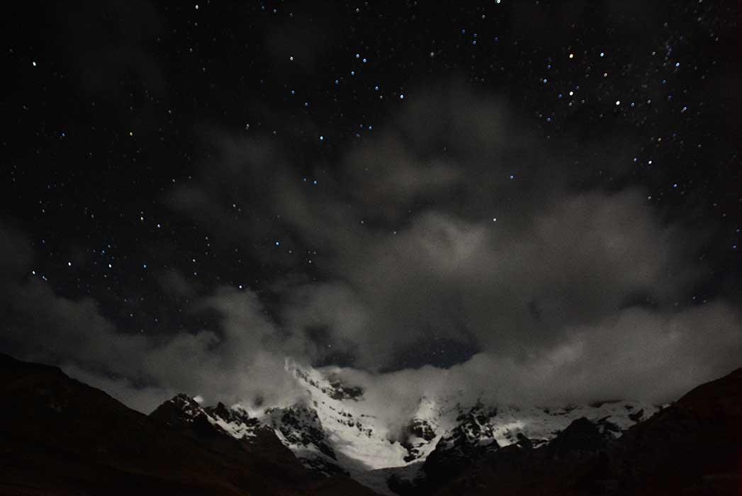 Montagne nuit noir et blanc
